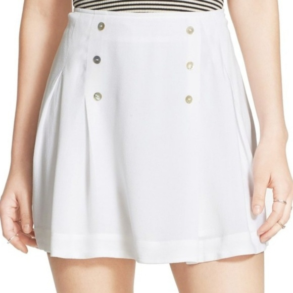 0c2c61388d77 Free People Sz 6 White Pleated Mini Skirt buttons